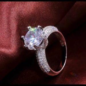 Elegant 925 Silver Round Cut White Sapphire Ring